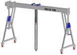 33960093 Wciągarka bramowa aluminiowa z możliwością przejazdu pod obciążeniem, z wózkiem pchanym i wciągnikiem łańcuchowym miproCrane DELTA 700H (udźwig: 1500 kg, szerokość: 8100 mm, wysokość: 2920/4220 mm)